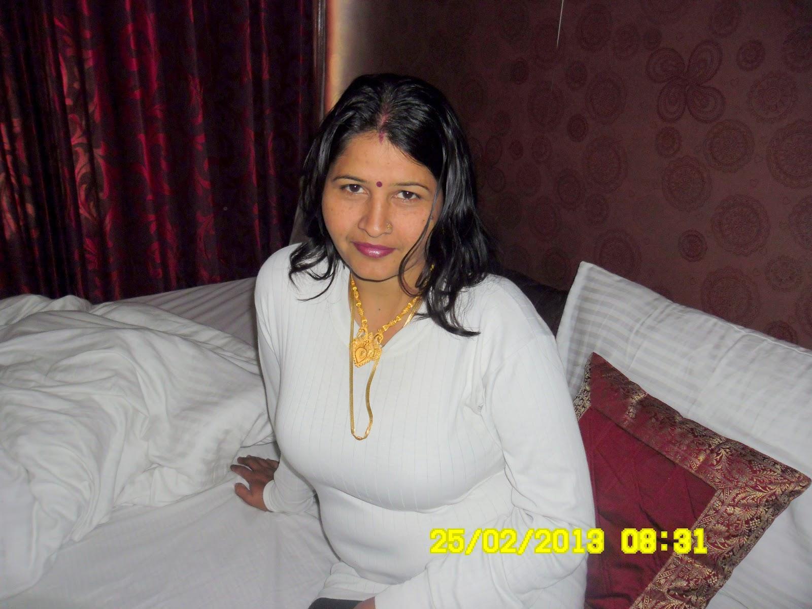 Big Desi Aunty