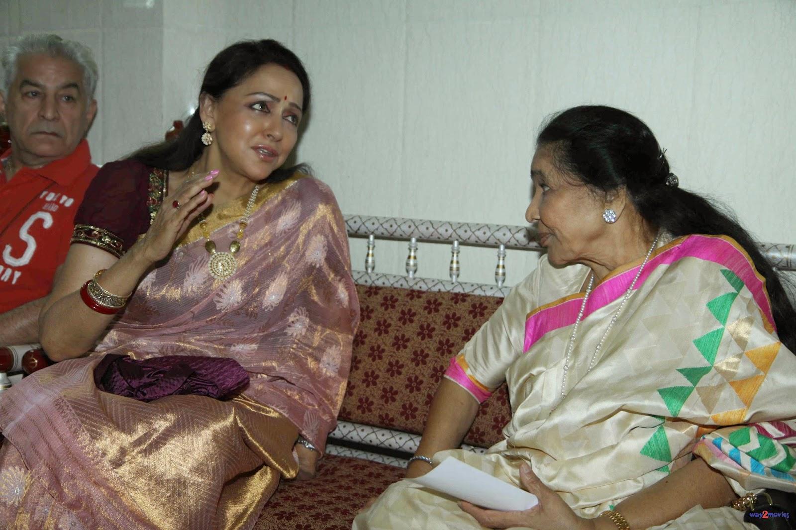 Asha Bhosle, Hema Malini and other at Launching of 'Veena Mudra' Book