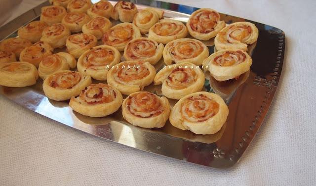 Ślimaczki (paszteciki) z ciasta francuskiego z serem i szynką