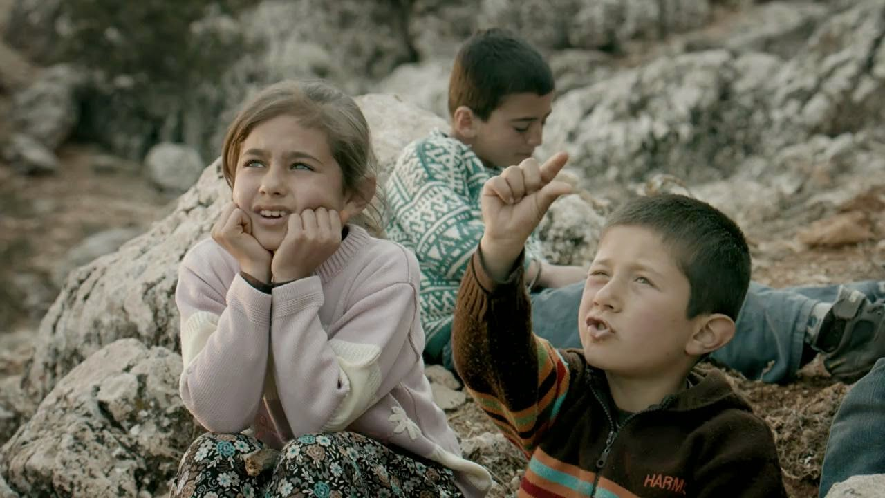"""Türk Hava Yolları'nın Iğdır uçuşları için hazırladığı yeni reklam filmi izleyenlerden büyük beğeni topladı. Türk Hava Yolları'nın bugün yayına giren reklam filmi izleyenleri duygulandırdı. Iğdırlı çocukların başrolde oynadığı reklam filmi """"Türkiye'de uçmadığımız tek bir yer kalsa, dünyada en çok noktaya uçmuşuz ne fayda"""" sloganıyla izleyenlerden tam not aldı."""