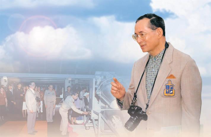 """ผลการค้นหารูปภาพสำหรับ นายก ญี่ปุ่น สดุดี หลักปรัชญาเศรษฐกิจพอเพียง"""""""