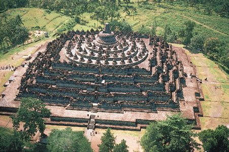 Боробудур - самый большой буддийский храм