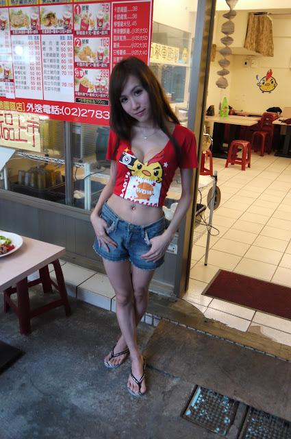 好辣!魅惑系「雞排姊姊」 網友:長腿媲美少女時代  妍希