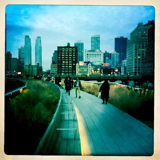 A walk through the Highline Park at dusk