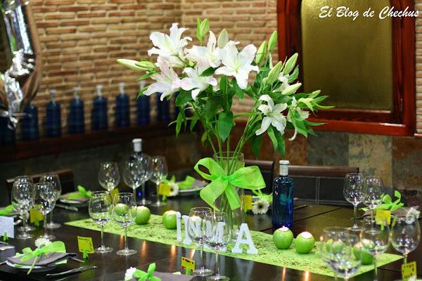 Decoracion de mesa en verde y flores - Adornos cumpleanos adultos ...