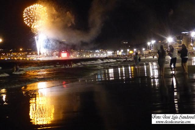 fotos y vídeo fuegos noche san juan 2015 Las Canteras
