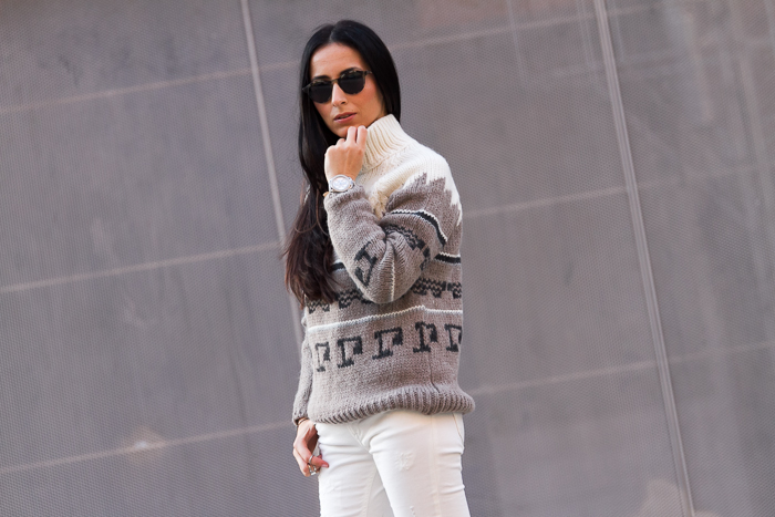 Fasion blogger wearing Bottega Veneta sunnies