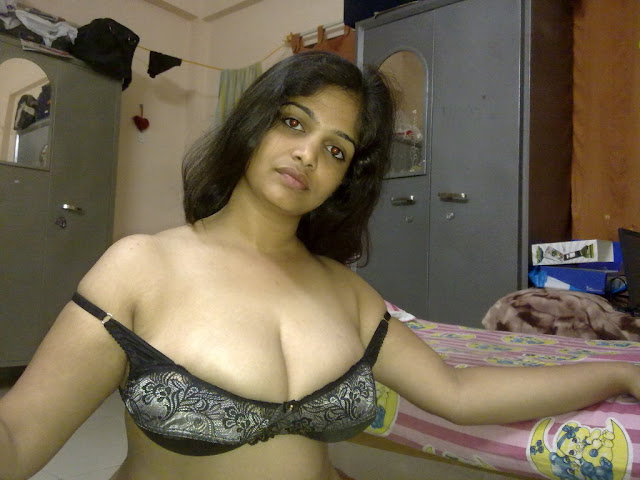 Sexy Telugu Aunty From Hyderabad Showing Her Naked Body indianudesi.com