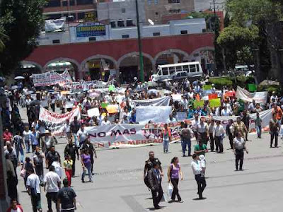 MARCHA VS WAL MART EN TLALNEPANTLA