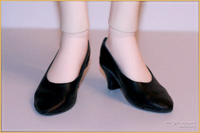 Кукольные туфли из кожи