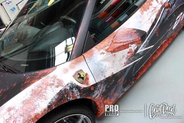 新しいフェラーリを長い年月放置された廃車っぽく仕上げる「錆ラッピング」がスゴい!