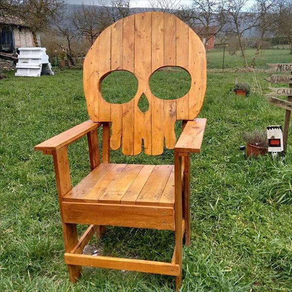 Skull Pallet Chair DIY