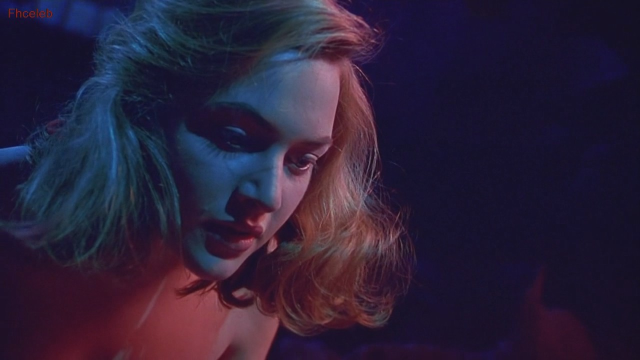 Kate Winslet Hot Lesbian Scene In Heavenly Creatures