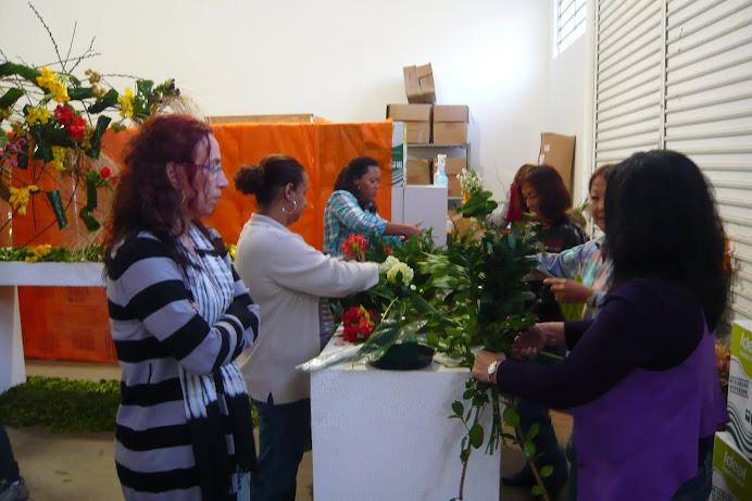 Aula Pratica com os alunos Segunda Edição Curso de Arte Floral e Ikebana.