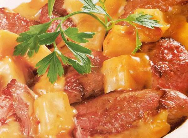 Мясо тушеное с айвой рецепт с фото