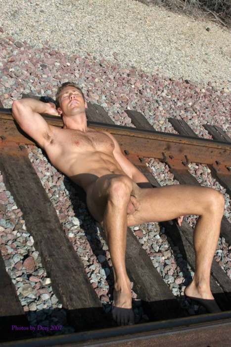 Фото лежащего голого мужчины 30633 фотография