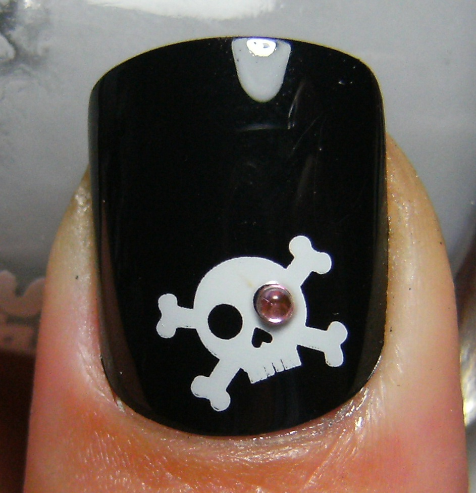 Deez nailz skull crossbones fingrs nails fingrs edge black nails with crossbones is it supposed to be a pirate or is it just a regular skull and crossbones either way this specific design has prinsesfo Image collections