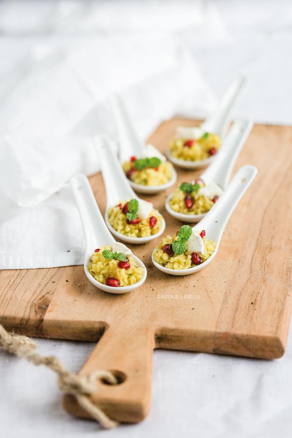 Bulgursalat mit Granatapfel, Minze und Ziegenkäse