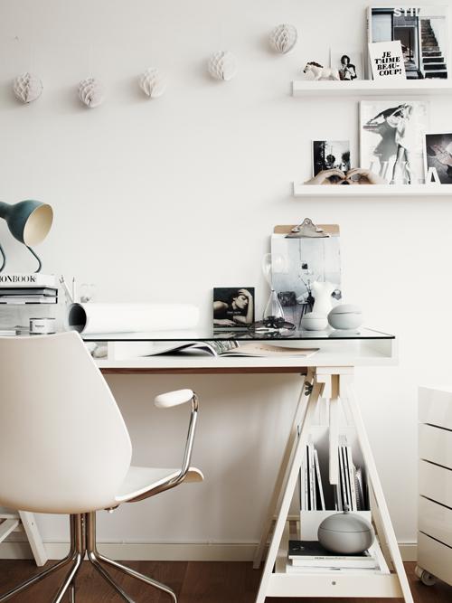 Un bureau en blanc ou noir anna g for Bureau blanc noir