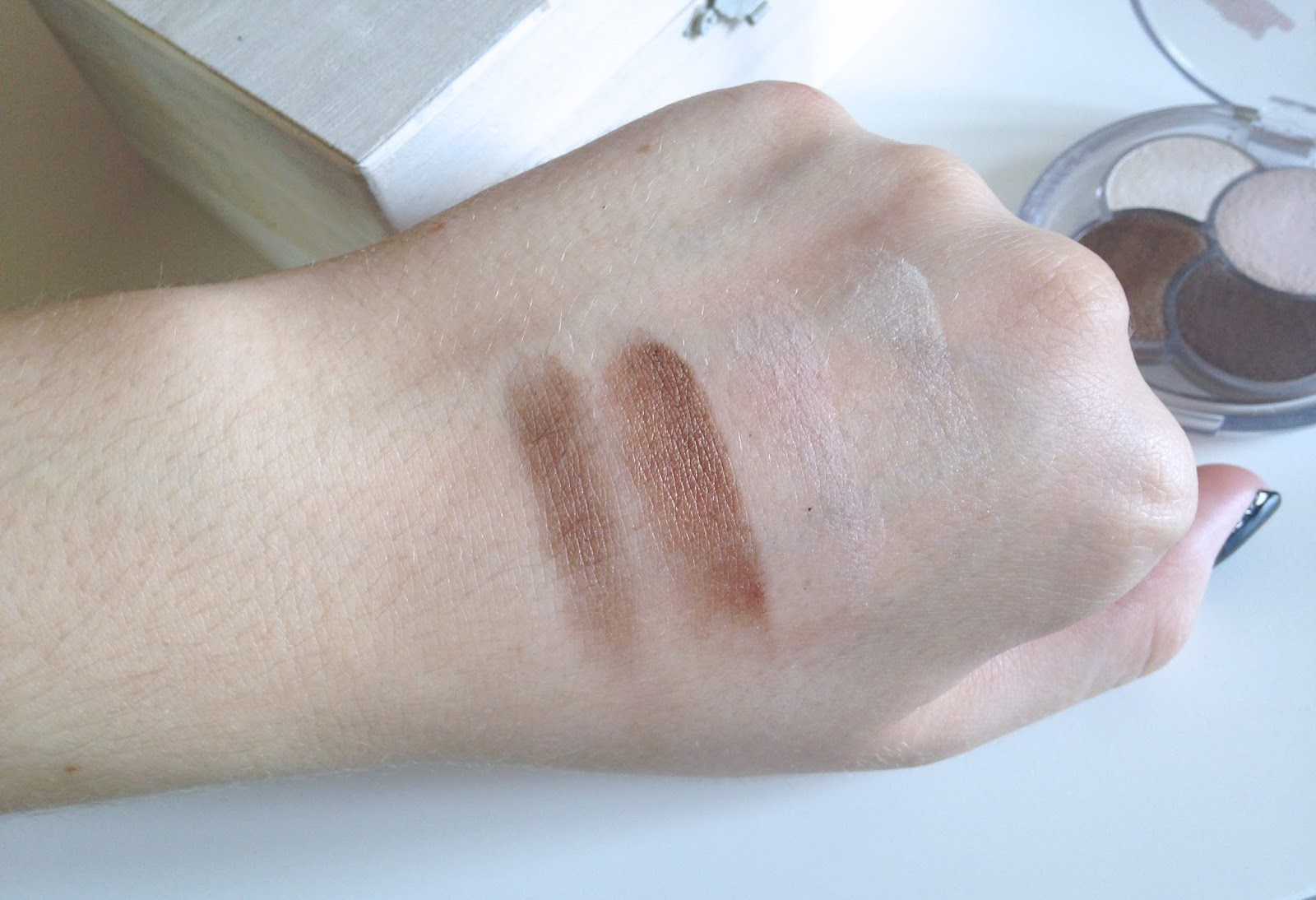 Essence To Die For Quattro Eyeshadow Swatches
