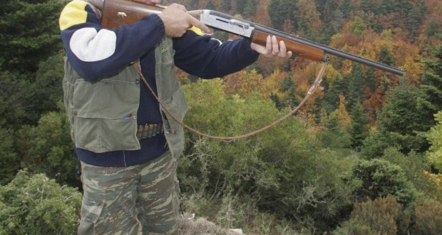 ΠΟΛΥ ΣΚΛΗΡΕΣ ΕΙΚΟΝΕΣ: Κυνηγός σκότωσε ολόκληρη οικογένεια αλεπούδων και το ανέβασε στο Facebook [photo]