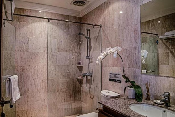 kamar mandi hotel sara
