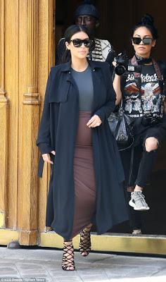 Kim Kardashian shows off her baby bump