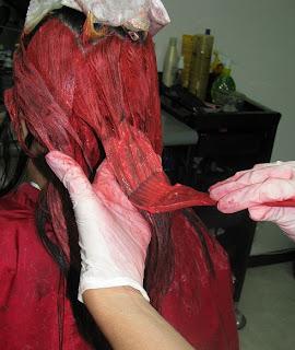 decolorando la parte media del cabello