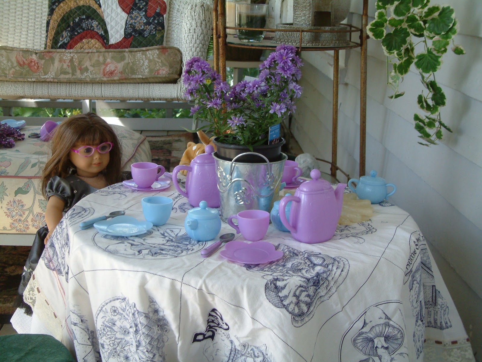 april 39 s country life tea party table setting for the dolls. Black Bedroom Furniture Sets. Home Design Ideas