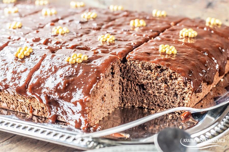 murzynek, tradycyjny murzynek, murzynek z powidłami, murzynek z polewą czekoladową, ciasto czekoladowe, ciasto z powidłami, polewa czekoladowa, polewa z czekolady