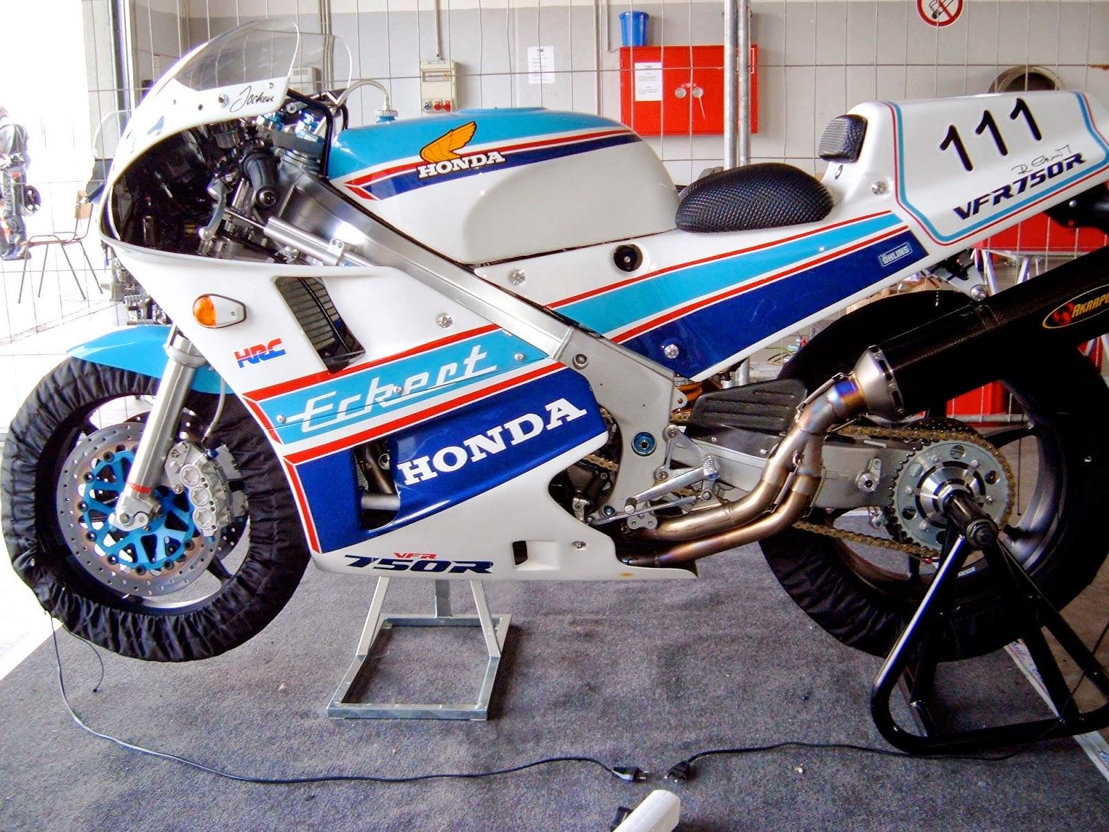 Honda RC 30 - Page 5 10842122_10202418166010564_976405127127414635_o