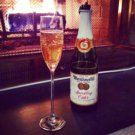 Glass-Sparkling-Cider-tasteasyougo.com