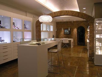 f5d844a51f2 Como decorar uma loja de bijuterias ou jóias - Del Carmen by Sarruc