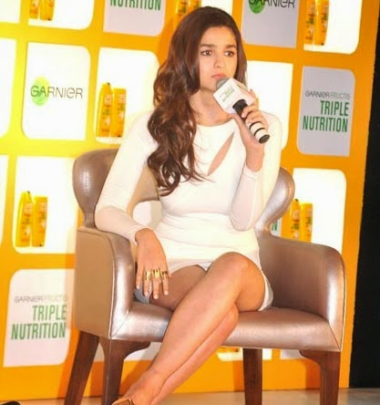 Alia+Bhatt+white+skirt+wardrobe+malfunction