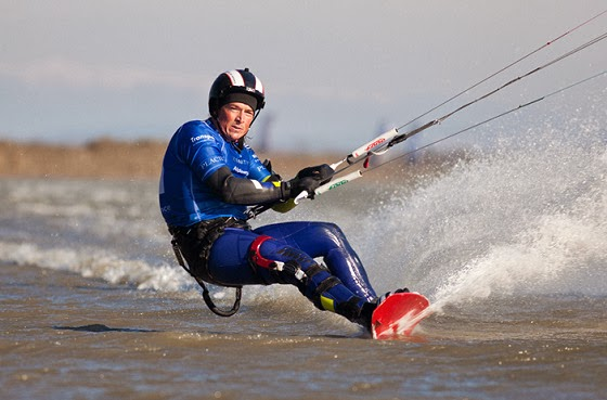 Alex Caizergues kiteboarding