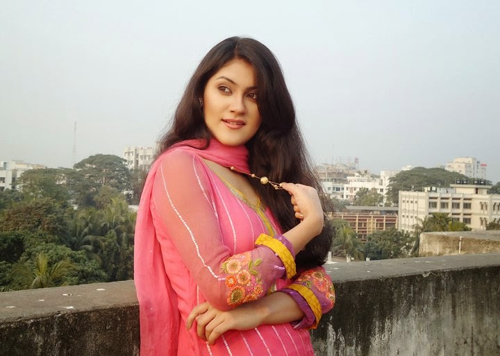 Bangladeshi models for Shaina model