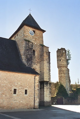 La tour et l'église de Lucq de Béarn