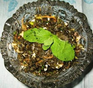 Салат из морской капусты с сырой морковью и морепродуктами