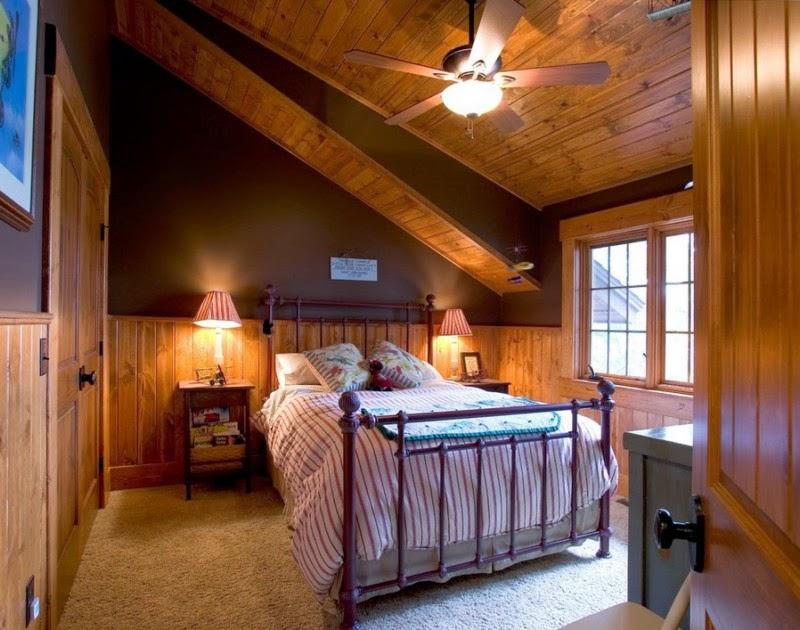 Деревянный дом в американском стиле, спальня, мансарда