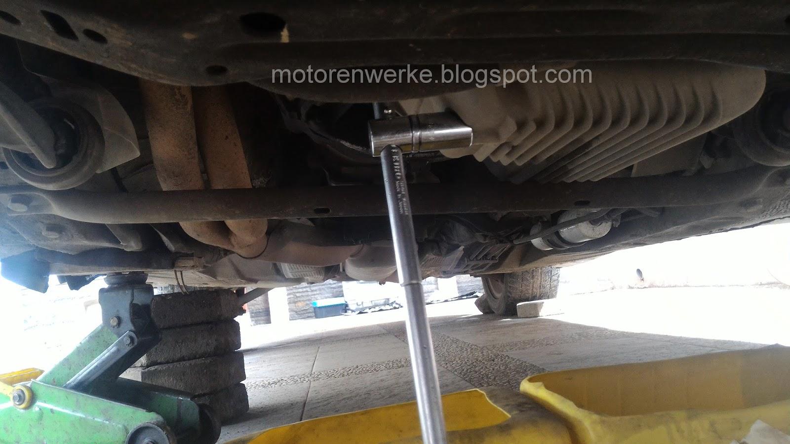 Motorenworks Mengganti Oli Mesin Bmw E36m43 Kunci Buka Rantai Siapkan Wadah Untuk Menampung Bekas Kemudian Baut Oil Pan Menggunakan 17 Mm