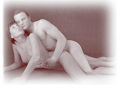 casal fazendo sexo anal de bruços