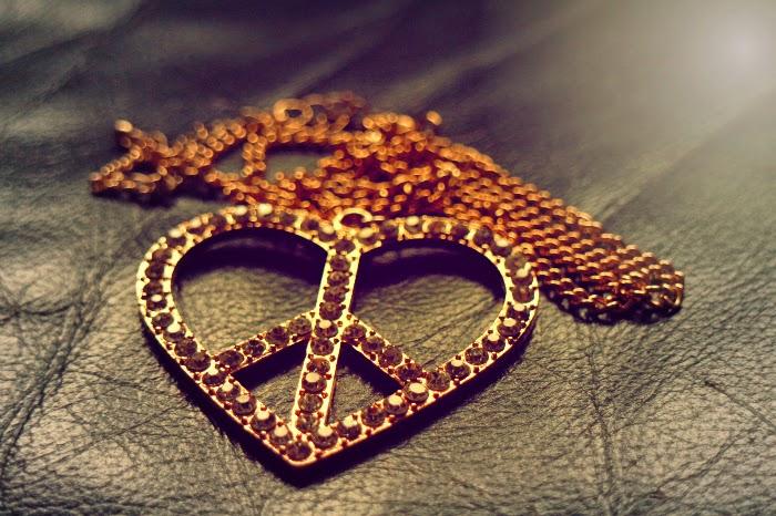 heart necklace, náhrdelník, srdce, piece sign