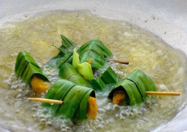 how to cook pandan chicken in wok?