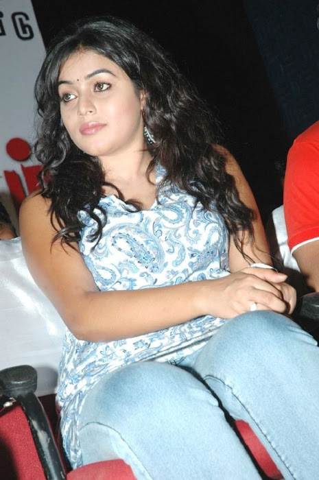 Poorna Cute Photo Gallery Actress hot images