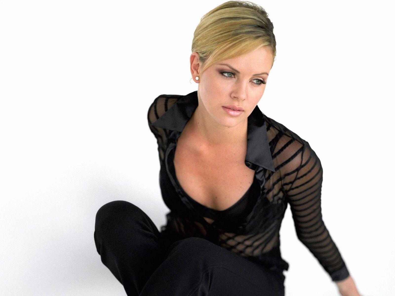 http://2.bp.blogspot.com/-XGjNh4nHK30/UAGcZPdXk2I/AAAAAAAABCs/kGji9iJ1YUc/s1600/Charlize-Theron-Sexy-Wallpapers-1.jpg