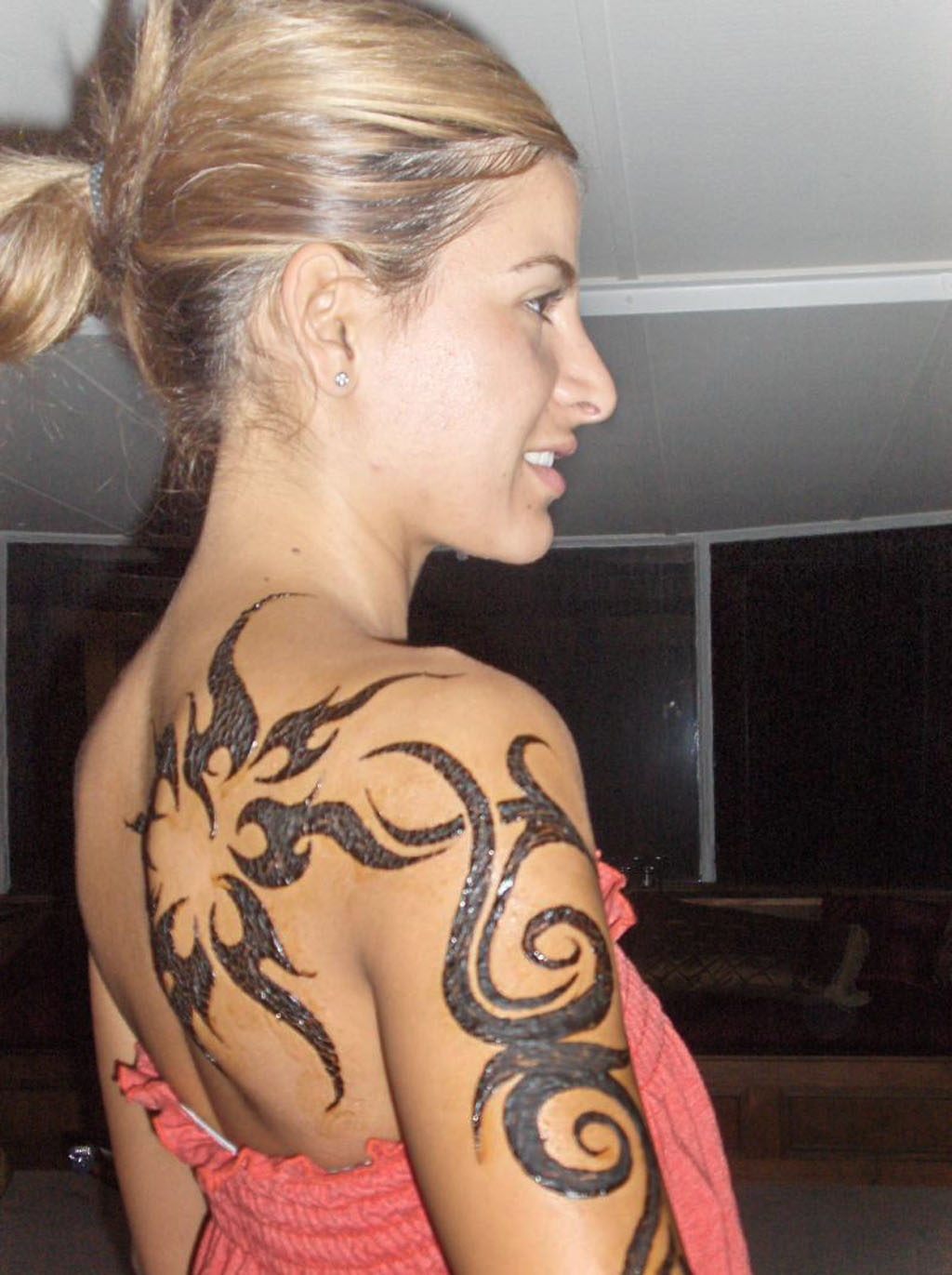 Tattoo pictures image gallery popular shoulder tattoos for Feminine shoulder tattoos