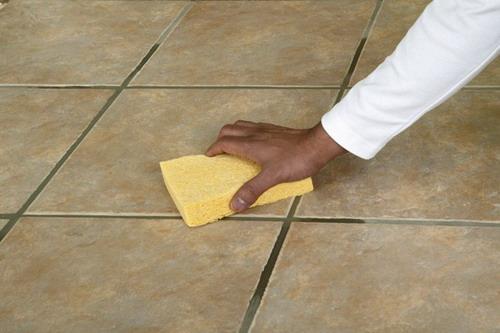 Recomendaciones para limpiar suelo de cer mica consejos for Limpiar juntas baldosas suelo cocina