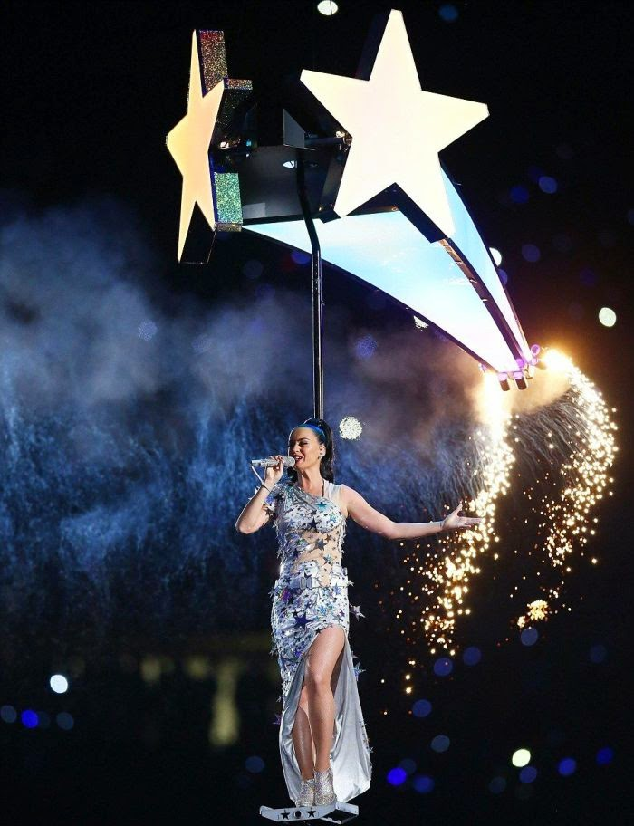 Is it a Christmas performance too? Katy completed her outstanding show alongside an incredible star.