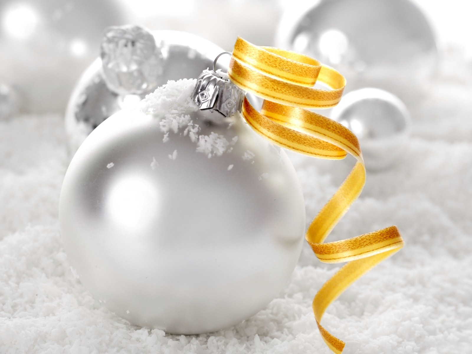 Christmas baubles wallpaper for White christmas baubles