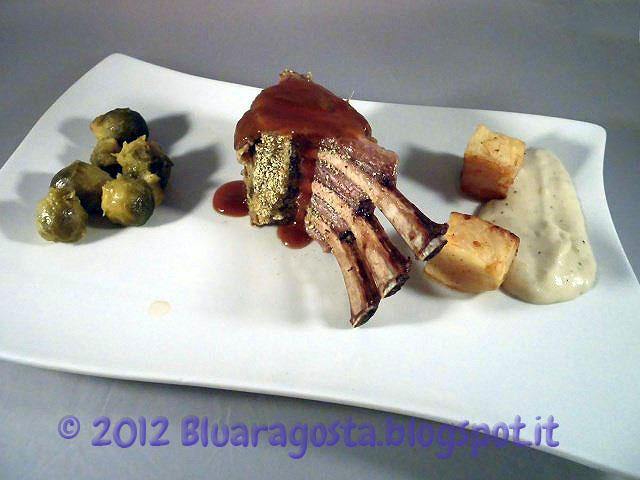 carrè di agnello con panure aromatica, crema all'aglio e riduzione al marsala